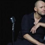 Моноспектакль Максима Аверина «Всё начинается с любви» фотографии