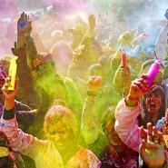 Фестиваль красок / колесо обозрения «Седьмое небо» фотографии