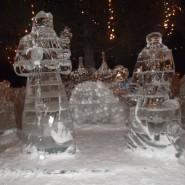 Елки и ледовые городки города фотографии