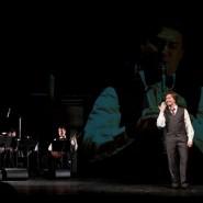Сергей Безруков в спектакле «Хулиган. Исповедь» фотографии