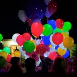 Массовый запуск светящихся шаров