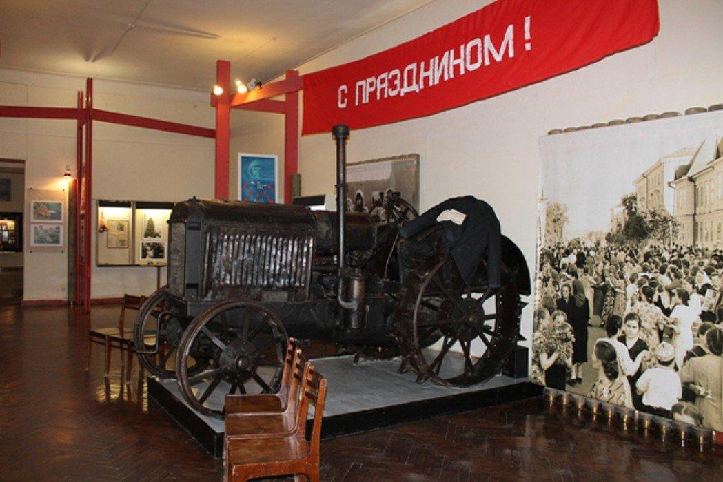 Выставка «Красный октябрь»