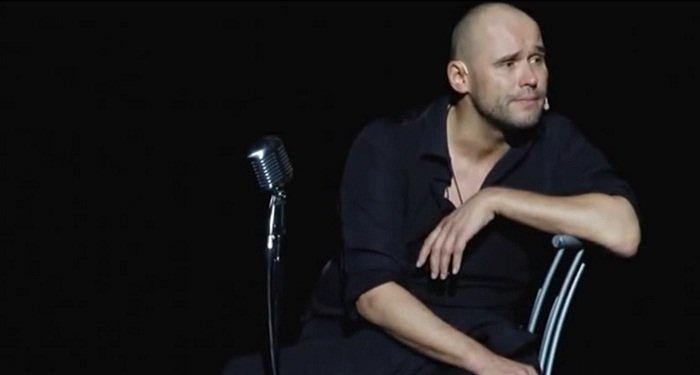 Моноспектакль Максима Аверина «Всё начинается слюбви»