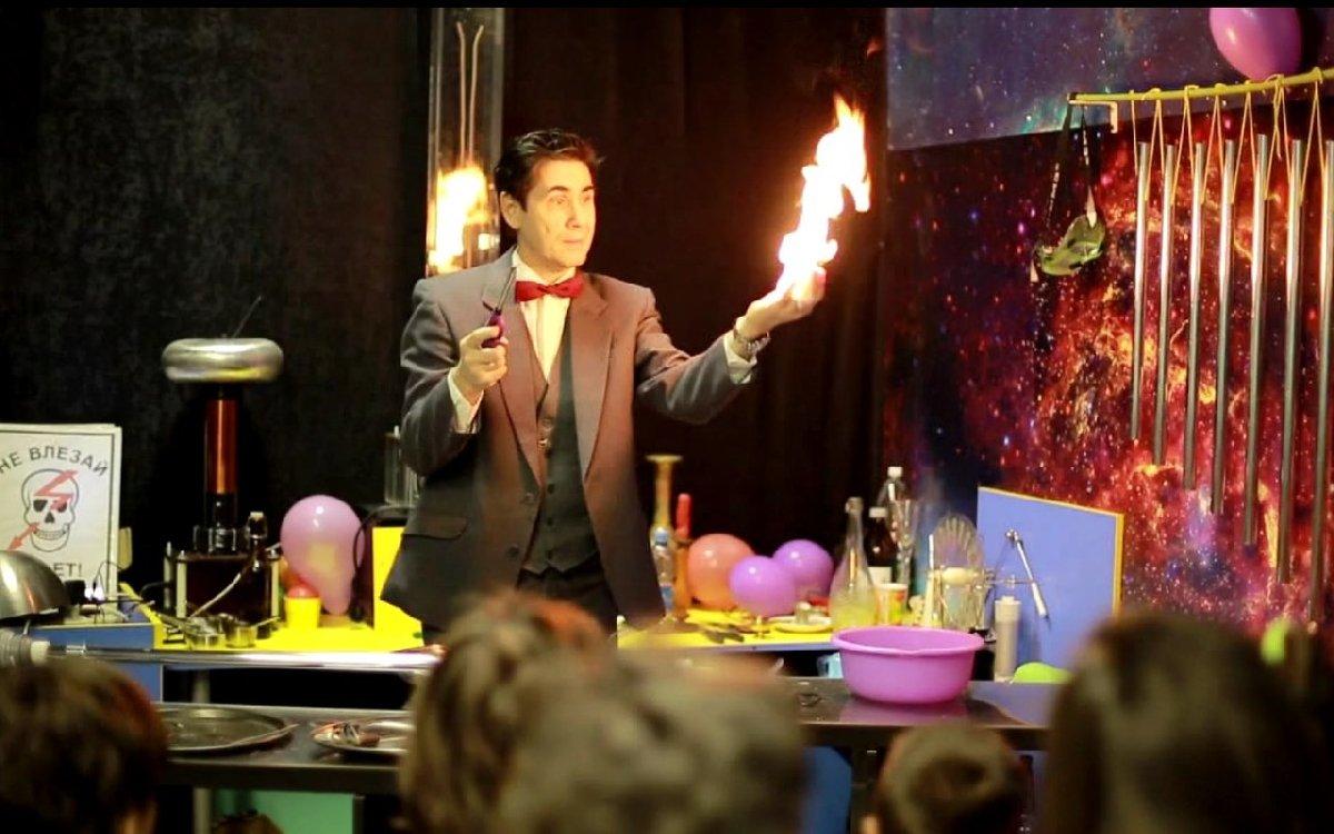 Шоу «Магия огня» вмузее «Интеллектус»