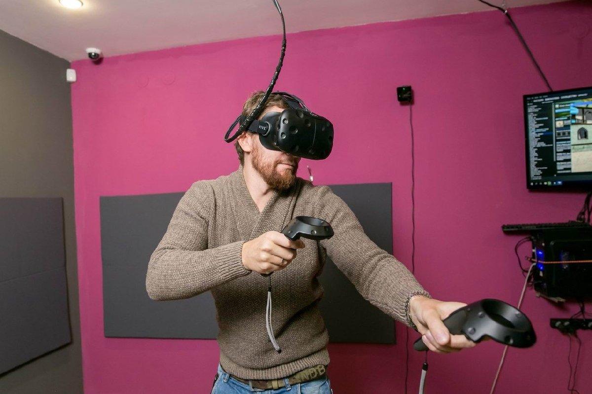 реклама виртуальной реальности фото с пауком быть белой, желтой