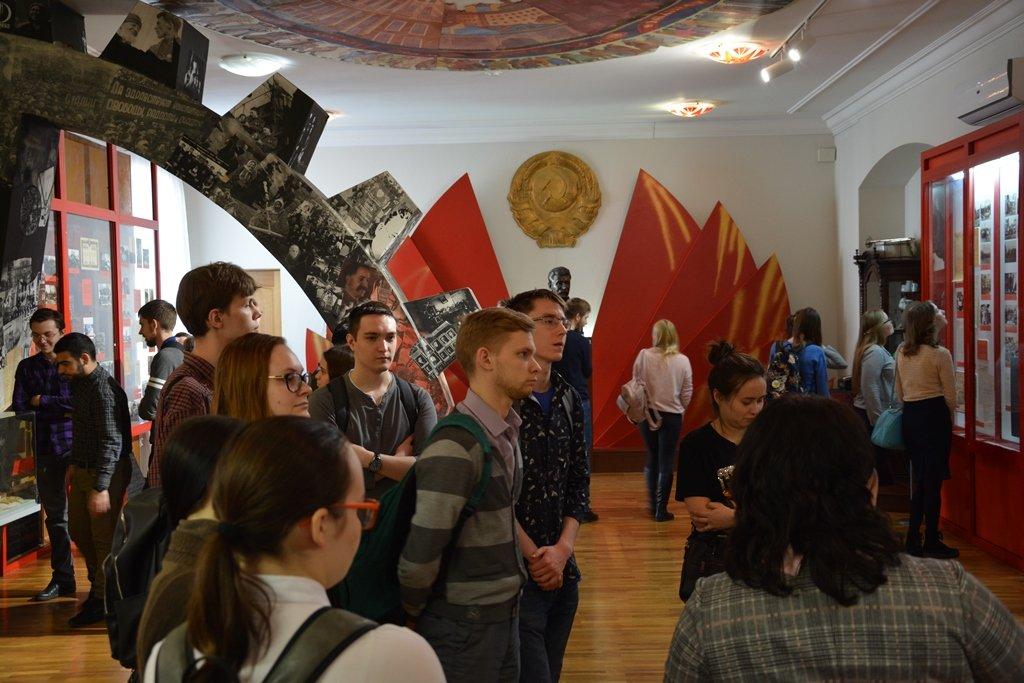 Экспозиции «Революция 1917 года. Гражданская война иобразование Башкирской Республики» вНациональном музее РБ
