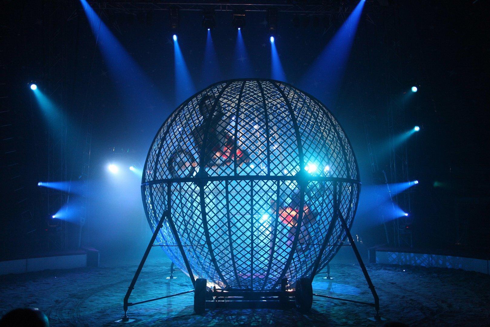 Цирковое представление «Экстрим-шоу братьев Шатировых»