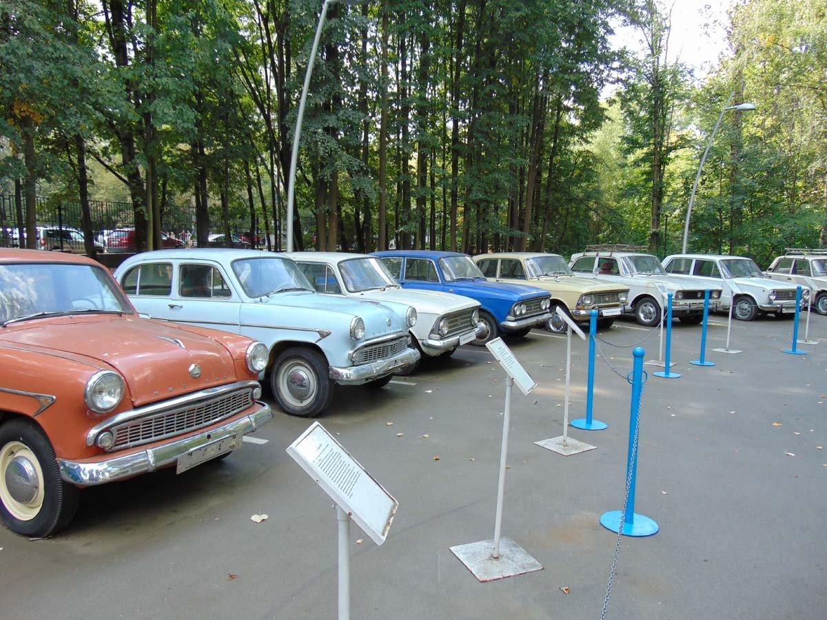 Выставка ретро— автомобилей